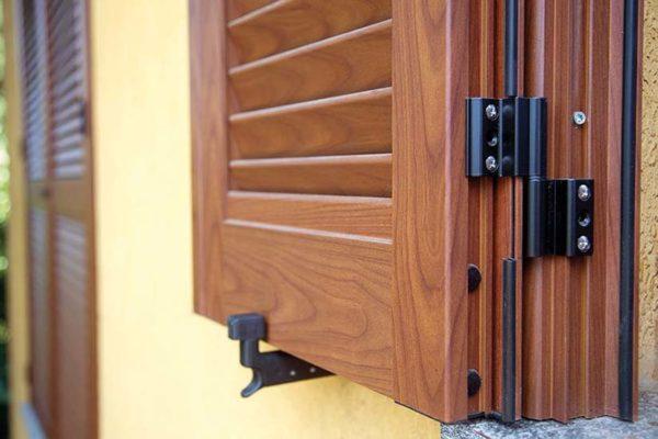 Persiane e scuroni centro infissi for Prezzi serramenti legno alluminio